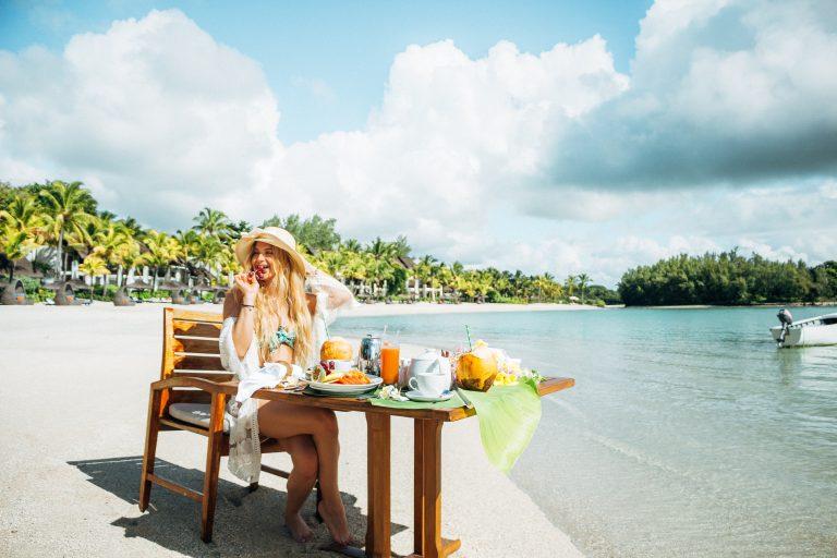 Mauritius breakfast by the beach